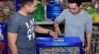 Nhiều người thu thập nắp chai để tái chế xây cầu